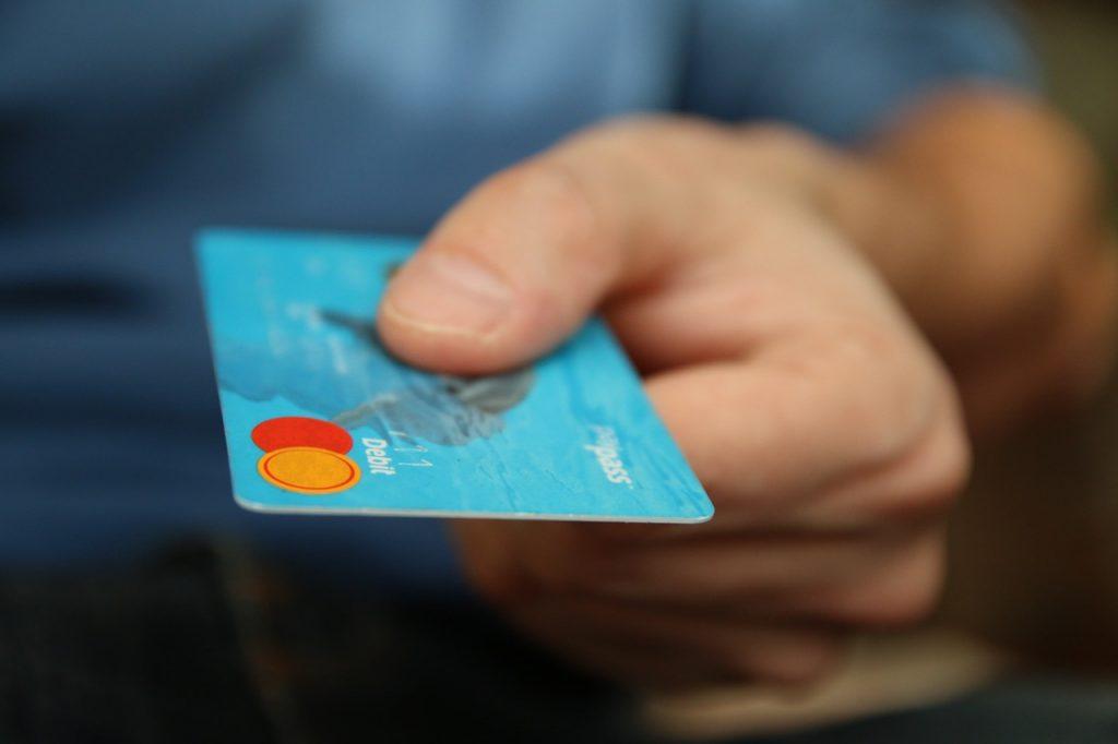 デビットカードで契約する方法
